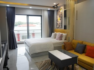 Lee's Everrich Resort With Balcony, Free Pool , Gym , China Town 4*