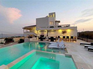 Tranquility, Luxury & Amazing Views Steps to Beach - Villa Playamar