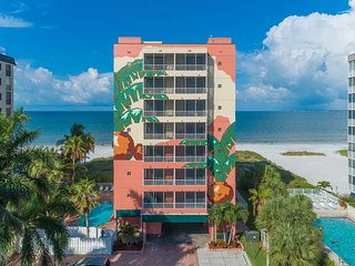 Beachfront Fort Myers Hotel Condo with Pool 504