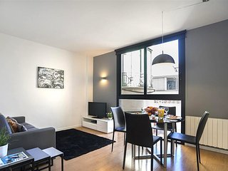 Chic & Modern 1 Bedroom Apartment with Balcony