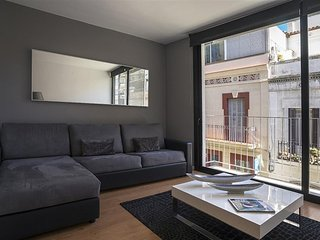 Two Bedroom Modern Apt with Balcony in Gracia
