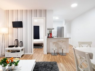 Design 2bed flat next to Pubilla Cases Metro