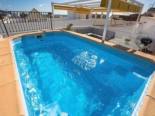 Magnífico ático con piscina privada a 100 metros del Balcón de Europa