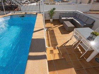 Magnifico atico con piscina privada a 100 metros del Balcon de Europa