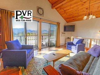 Updated Condo w/ Views to Mt Washington -Near Skiing, Shopping & Hiking!
