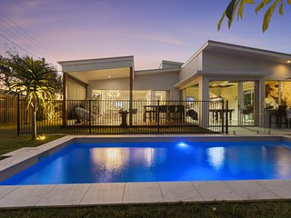 Iluka Palms - Glamorous holiday beach house - Pet Friendly