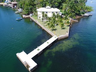 Ang036 - Mansion with six suites on Cavaco Island in Angra dos Reis