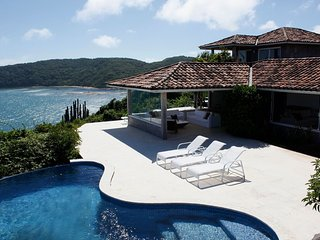 Buz021 - Wonderful beachfront villa with pool in Buzios