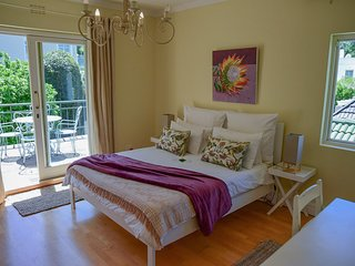 Queen Room with Mountain Views - On Pinewood Guest House
