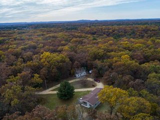 Secluded hunting property just mins from Wisconsin Dells~WiFi~river fishing~fami