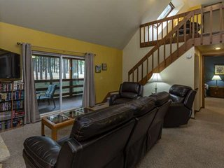 Spacious Townhome w/Equipped kitchen,WIFI & Amazon Firestick