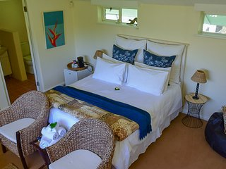 Balcony Suite with Pool View - On Pinewood Guest House