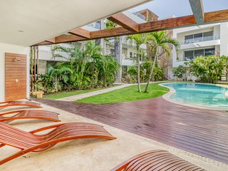 Upscale apartment with shared pool access and great location