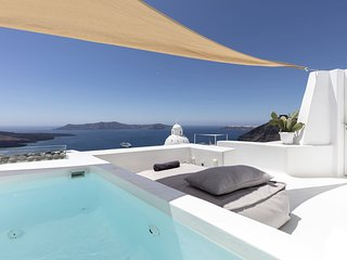 Villa, heated private pool, 2 bedrooms, amazing views of the caldera