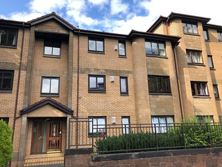 Two Bedroom Apartment near Paisley Town Centre