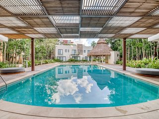 Mayakoba apartment w/ WiFi, partial AC, shared pool/gym, jetted tub, and BBQ!