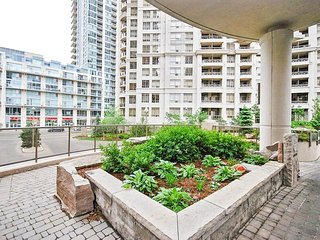 Luxurious 2BR & 2BTH Mississauga Downtown