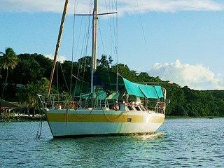 Loger seuls sur un bateau au mouillage a Sainte-Anne