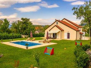 Amazing home in Vinjani Gornji w/ WiFi and 4 Bedrooms (CDE736)