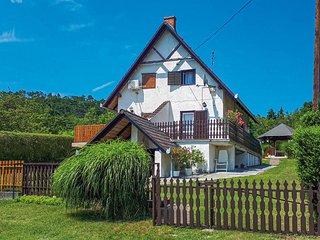Beautiful home in Balatongyörök w/ WiFi and 2 Bedrooms (UBN199)