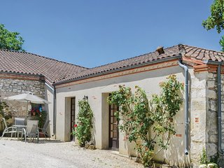 Stunning home in Valeilles w/ WiFi and 1 Bedrooms (FMN011)