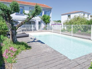 Awesome home in Saint Privat des Vieux w/ WiFi, 4 Bedrooms and Outdoor swimming