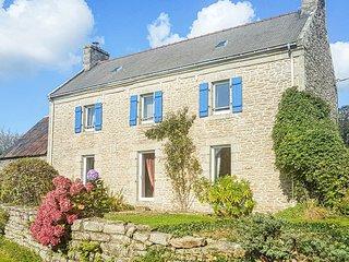 Beautiful home in Plogastel St Germain w/ WiFi and 3 Bedrooms (FBF528)