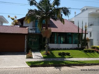 Flo025-Beautiful house with pool and 5 bedrooms in Florianopolis Flo025