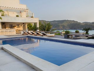 Buz046 - Luxurious 8 bedroom beach view villa in Buzios