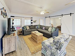 5BR/2.5BA Private Cabana Beach House with Sundeck in Gulf Shores