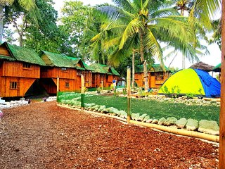 Free wifi Family bamboo house 2 double bedroom private toilet/hot shower
