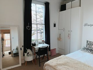 Whole Flat! Low price! 2 Nice Bedrooms. Bills incl., parks and shops nearby.