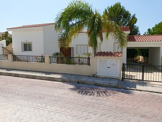 3 bdr villa in a 250 m from sandy beach