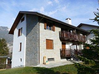 CasaSenait Oulx, 3 camere, soggiorno, cucina, due bagni e parcheggio
