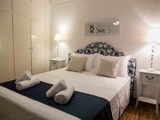 Best House, Kolchidos, Ampelokipoi Metro, Athens