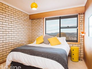 Yellow Brick House - Retro, Views and Location