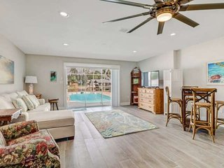 Minutes to Beach! Heated Pool on Gulf Access Canal, Beautiful Remodeled Duplex,