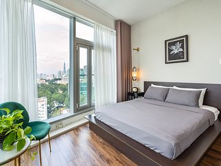 Saigon Finest - Luxury Corner Suite in Central D1