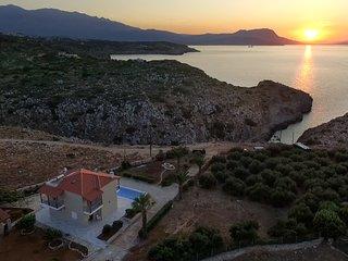 Villa Koutalas - Majestic Sunsets over the Pool