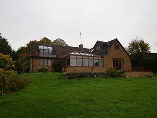 77446 House situated in Crewkerne (2.5mls W)