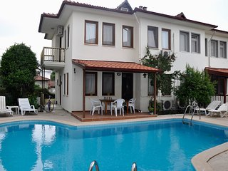 Defne Apartment- sleeps 6 duplex shared pool and gardens