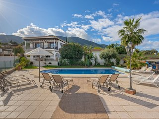 Lovely Villa, Heated salt water pool, mini tennis and badminton courts.