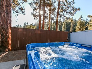 Fawnskin Chalet Spacious 4 BR / Hot Tub / Games