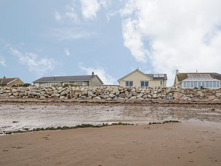 SPINDRIFT, detached beachfront cottage, all ground floor, en-suites, WiFi