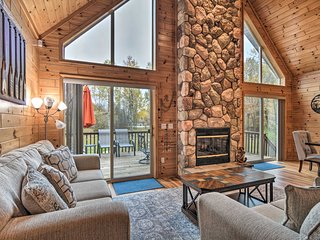 Lovely Lakeview Gladwin Cottage w/Deck & Fire Pit!