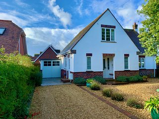 A real home from home in Bembridge, Three bed, Sleeps 6, Beach 0.5 mile