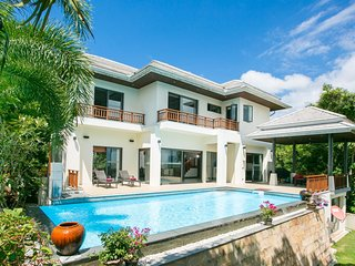 ❤️ 4 BR Sunset Villa ✅ Private Pool ✅ Fully Staffed ⛱ 5 Minutes To The Beach !