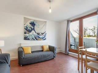 Beautiful One Bedroom Apt, w/Balcony in Brixton