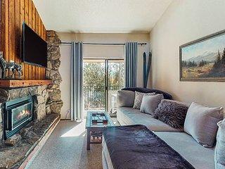 Cozy mountain condo w/ balcony & shared pool/hot tubs - walk to Main Street