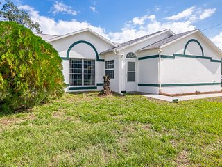 Colorful, dog-friendly home w/ a screened lanai & private backyard